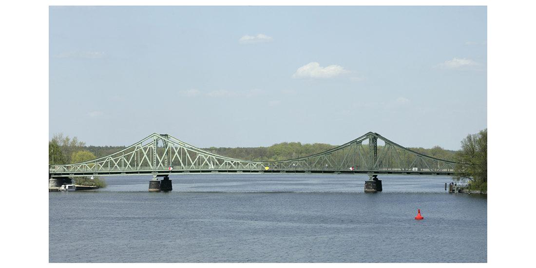 Antonia Hirsch Eintracht/Zwietracht (Bridge)